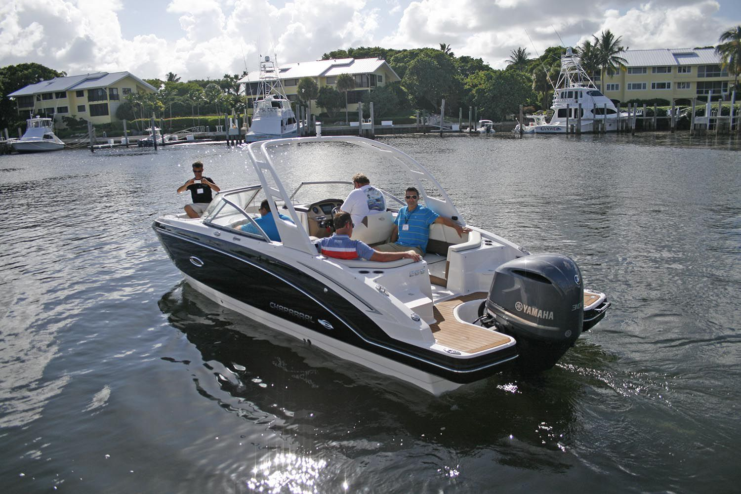 Chaparral Boats debuts 250 Suncoast Outboard Deckboat at Dealer Meeting